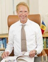 Dr. Dr. med. Prof. Univ. Chisinau Dr.Dr.med. Stefan Hillejan